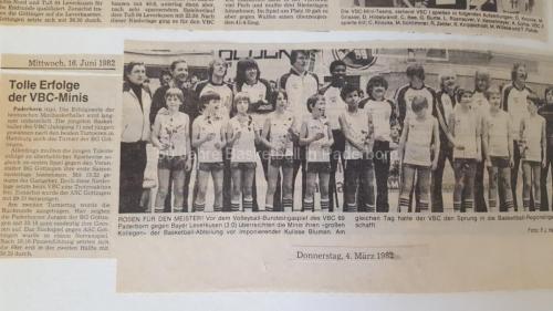1982: Minis gratulieren VBC 69 Paderborn zum Aufstieg in die Oberliga